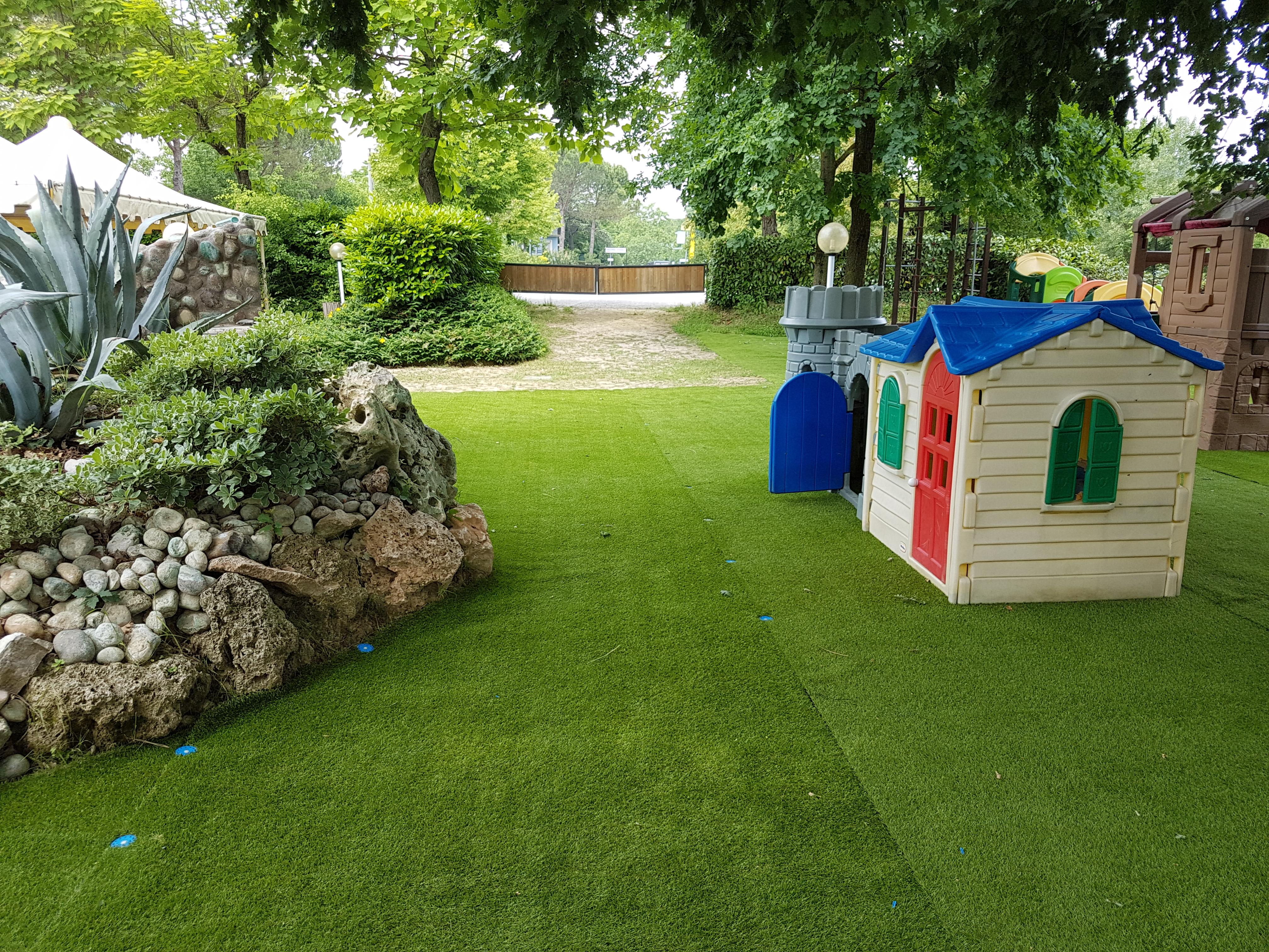Arredo giardino erba sintetica
