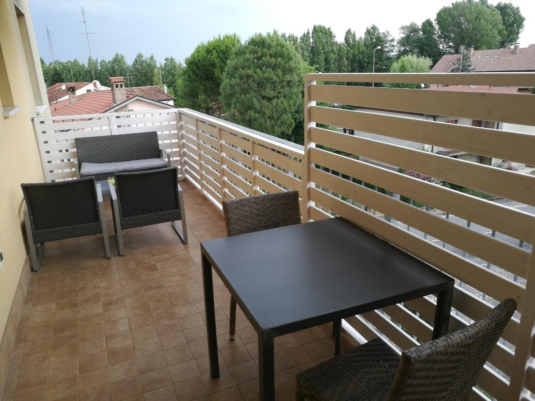 Awesome arredi per terrazzo photos design trends 2017 for Arredo giardino terrazzo