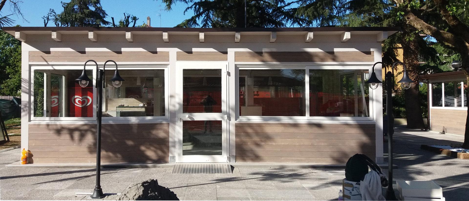 Nostre realizzazioni struttura per bar in legno for Zanetti arredamenti